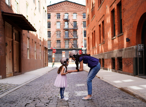 Our NYC photo locations for the cutest girl helmet