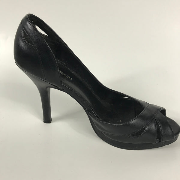 le chateau Womens Shoes Black Heels Size 7.5 - EE15