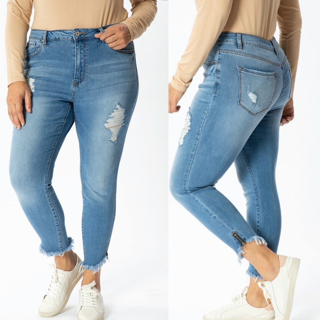 Curvy ~ KanCan Jeans Distressed