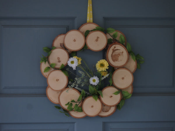flower and leaf decorated wood slice wreath, Christmas wreath, door wreath, wall wreath