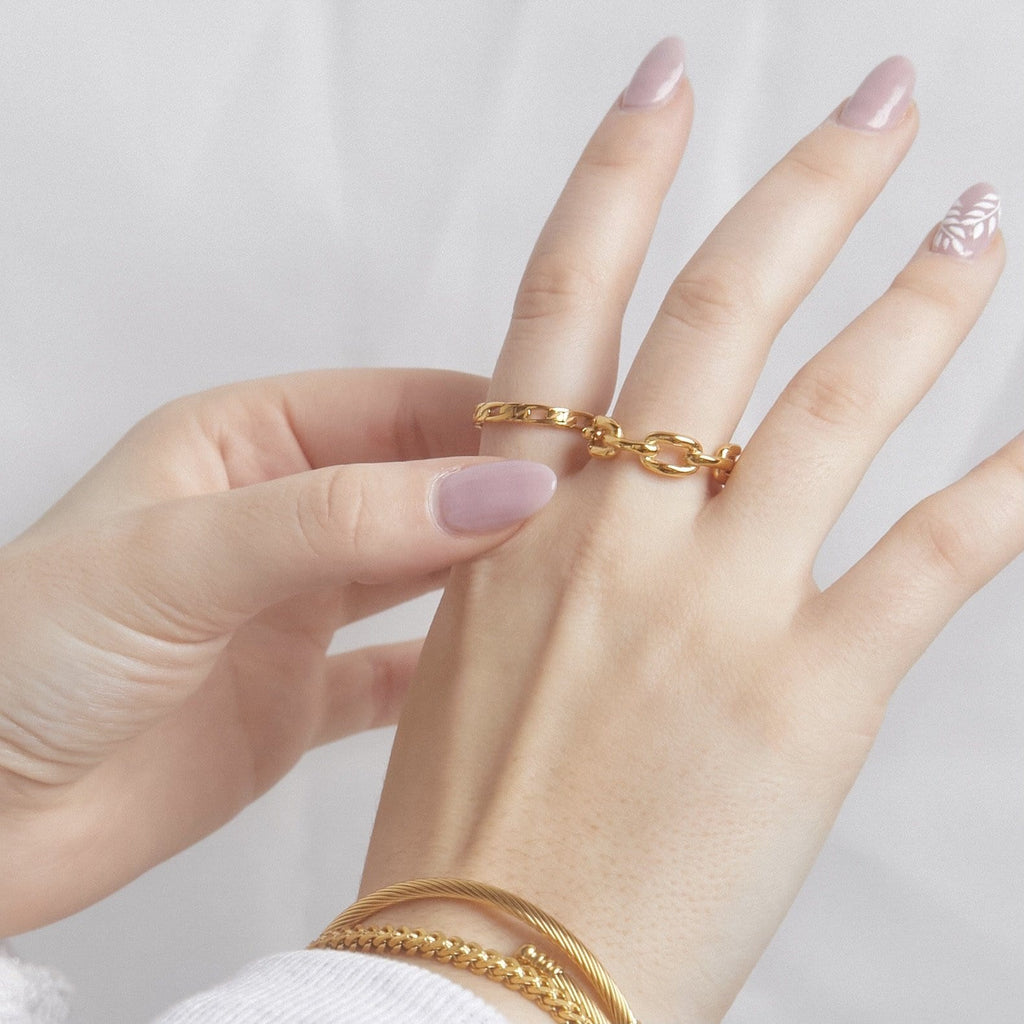 ELLIE VAIL - EMILY FIGARO CHAIN RING