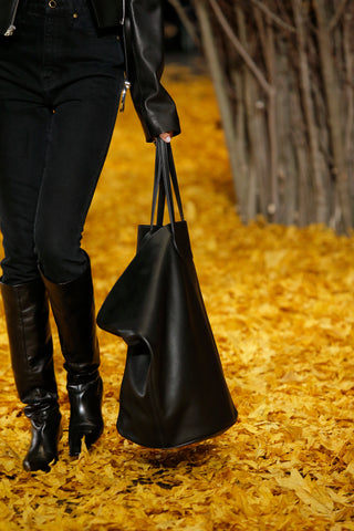 Large-Circle-Tote-in-Black-Leather
