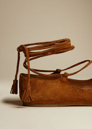 The Monroe Flat in Caramel Suede