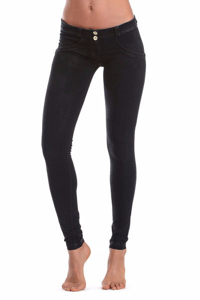WR.UP® Shaping Jeans Skinny Low Coated Black-Jeans-Freddy-Weightless.no