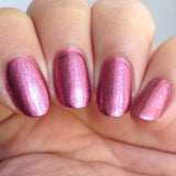 A Pink Holographic Nail Art Powder Razzle Dazzle (NA017) comes in rosy magenta color with a gentle sheen and iridescence.