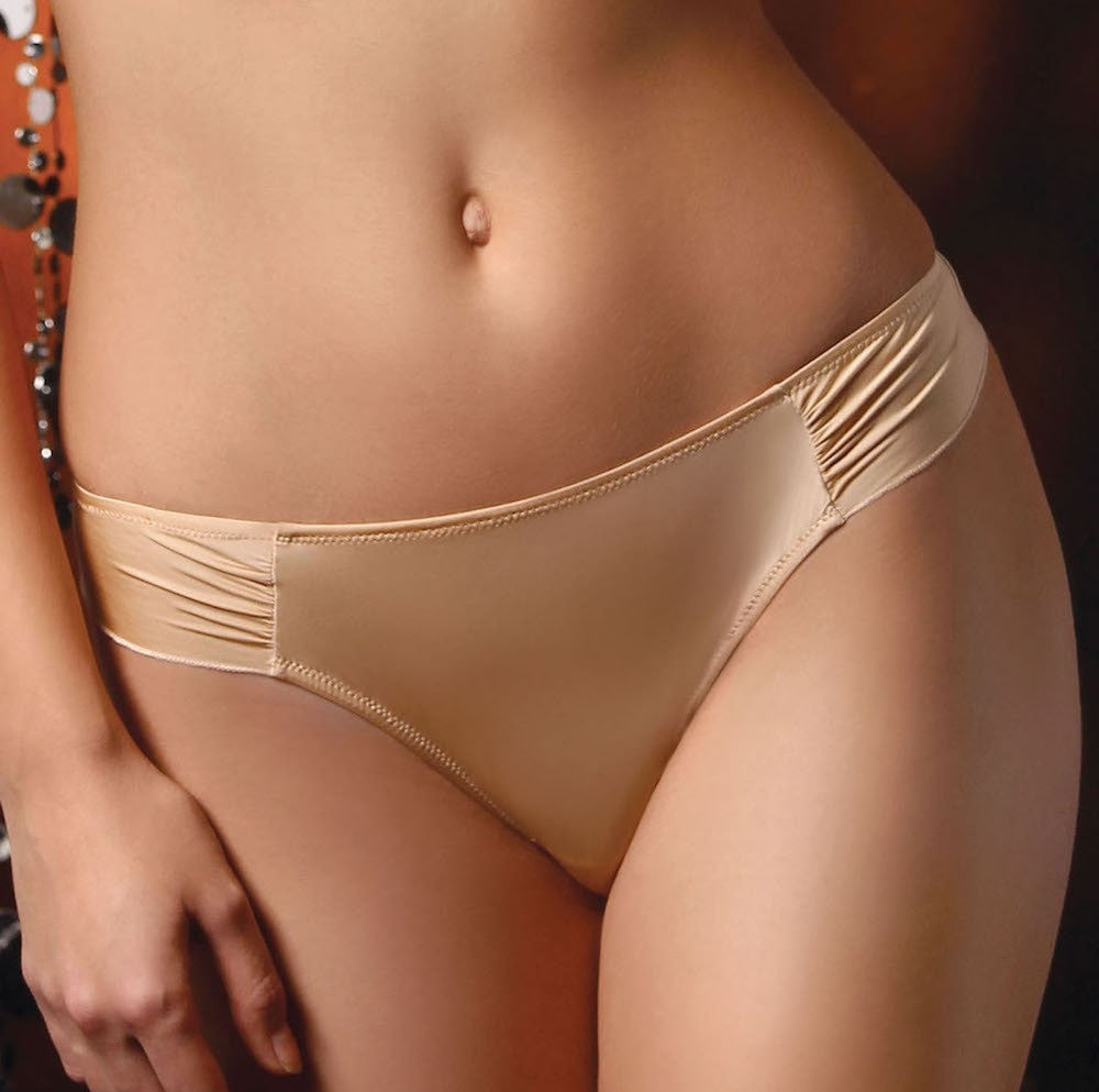 Red women's brazilian low waist briefs with a plisse lateral waist band for a chic effect. Material: 85%PA,10%EA, 5%CO.