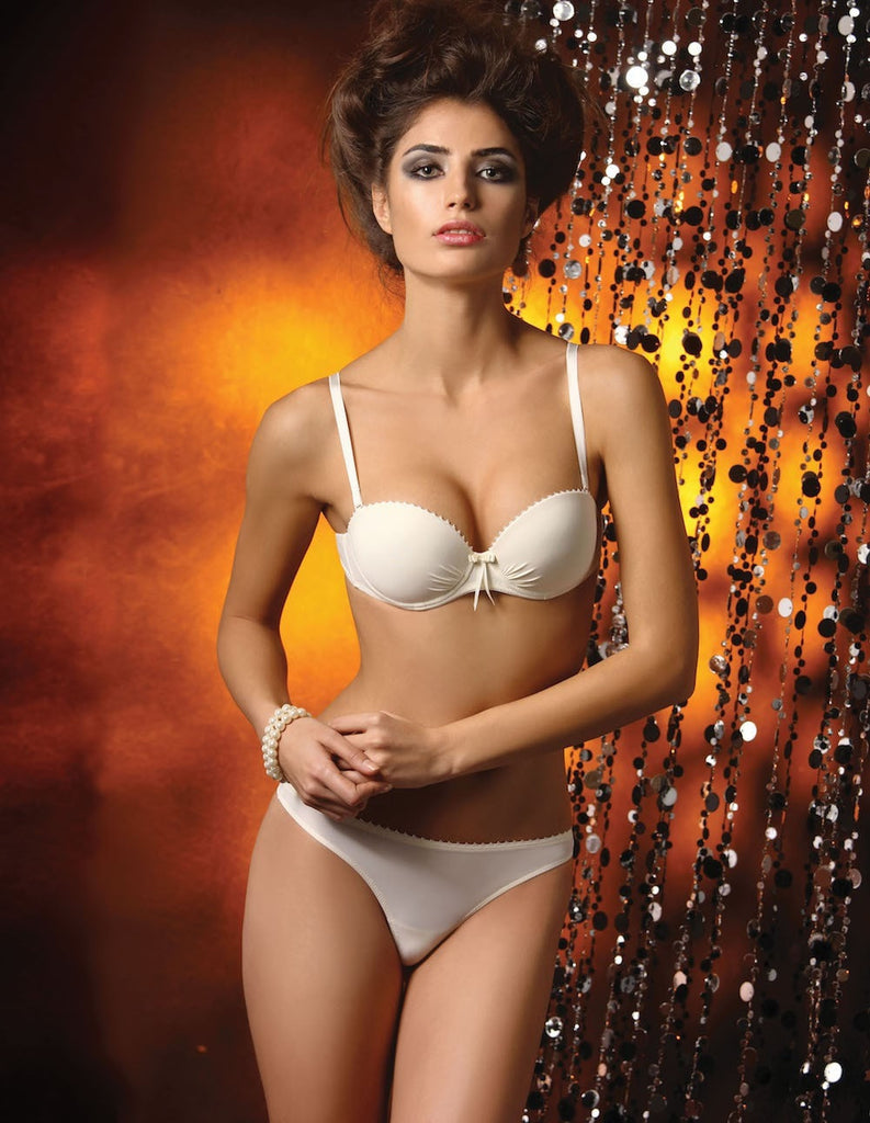 Ivory or black balcony, mousse cups bras with removable pads and detachable straps. It gives a real soft touch skin feeling. 63%PA, 15%PU, 10%CO, 7%EA, 5%PES.