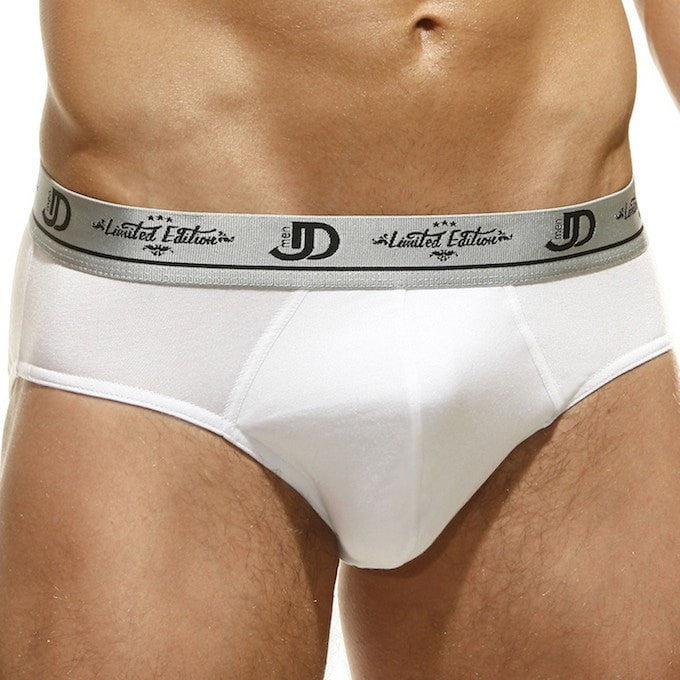 Briefs N225MM. White men's lingerie briefs with a branded elastic silver medium waist belt.