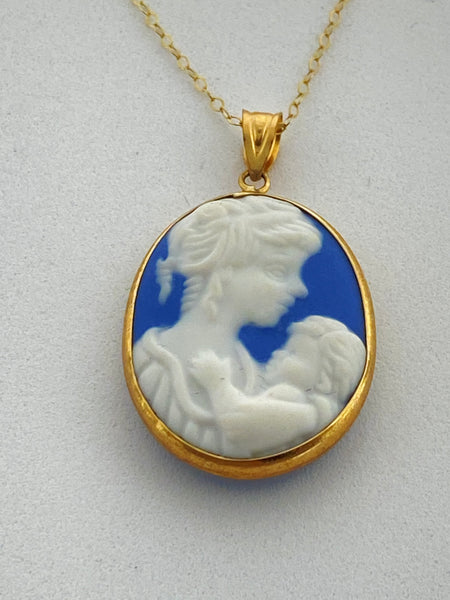 10KT Gold  Mother and Child Cameo Pendant with 18 inch 10KT Gold Chain