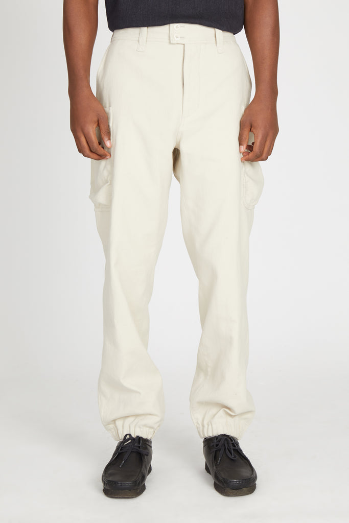 TWILL DOUBLECLOTH GATHERED ROUND POCKET PANTS - LIGHT BEIGE