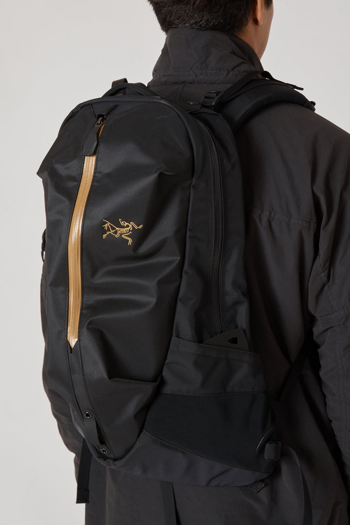 ARRO 22 BACKPACK - 24K BLACK