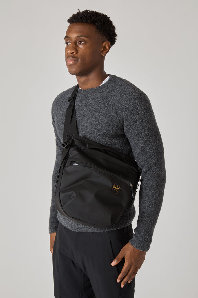 ARRO 8 SHOULDER BAG - BLACK