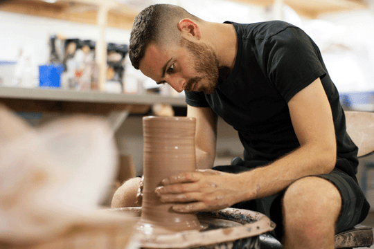 IN THE STUDIO :: CERAMICIST BEN MEDANSKY