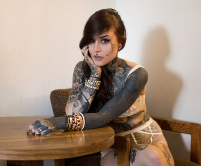 MEETING MONAMI FROST.