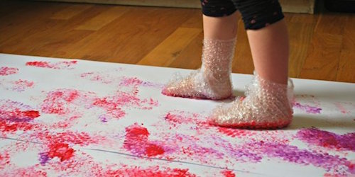 Bubble wrap painting: one of 7 indoor-activities for kids