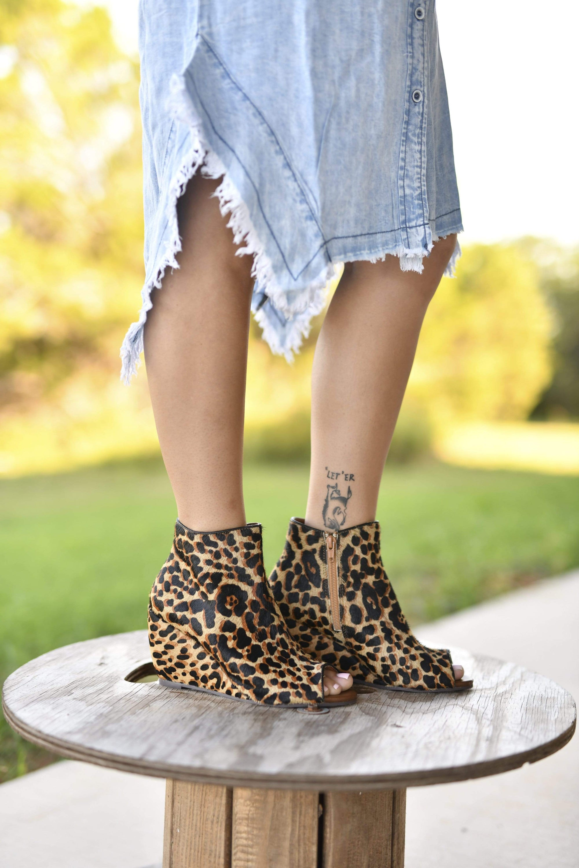 Kuda Leopard Hide Wedge