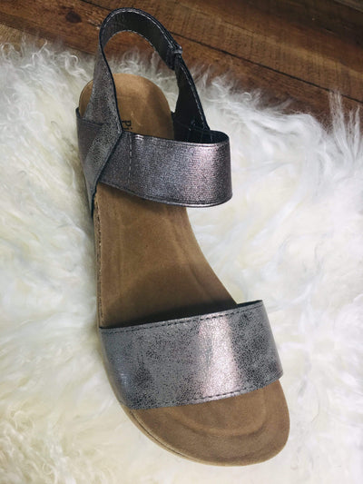 Pierre Dumas Wedges 8 Pewter Low Heel Sandal