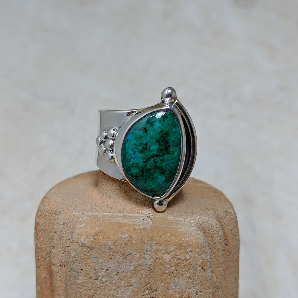 granulation ring in Chrysocolla front view