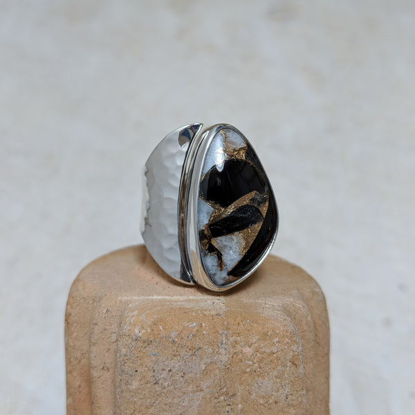 dalmatian ring with hammered detail front