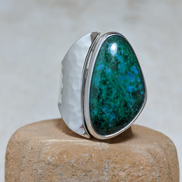 chrysocolla ring with hammered detail front