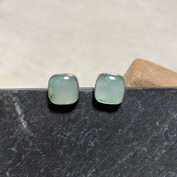 Chrysoprase stud front