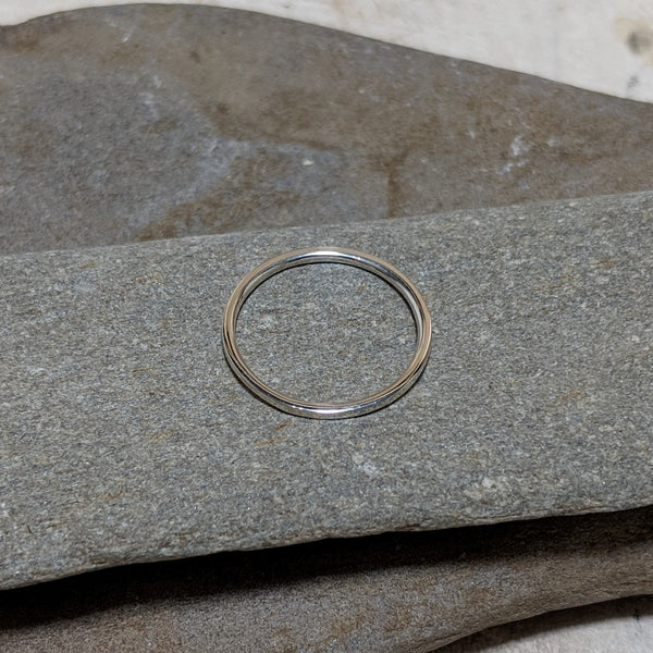 side view of sterling silver quinn plain stacking ring
