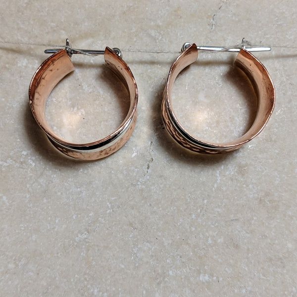 side view of bobbin hoops