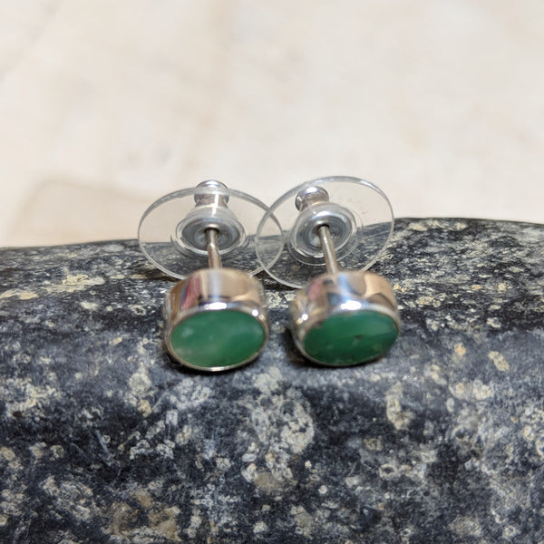 side view of circle studs in chrysoprase