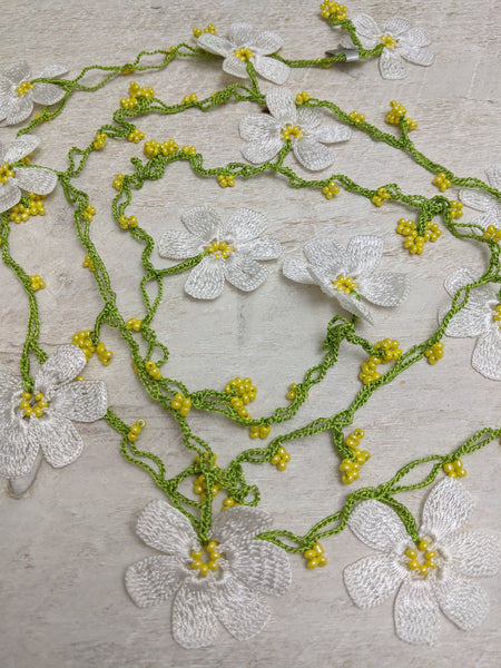 Crocheted Daisy Lariat Necklace