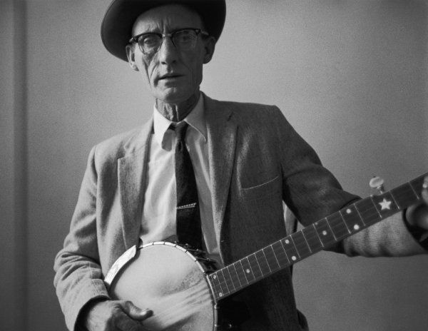 Roscoe Holcomb / Sept 5, 1912 - Feb 1, 1981