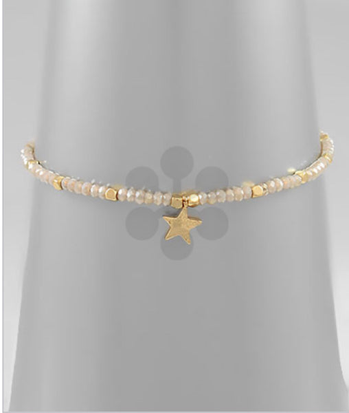 Adjustable beaded single star bracelet