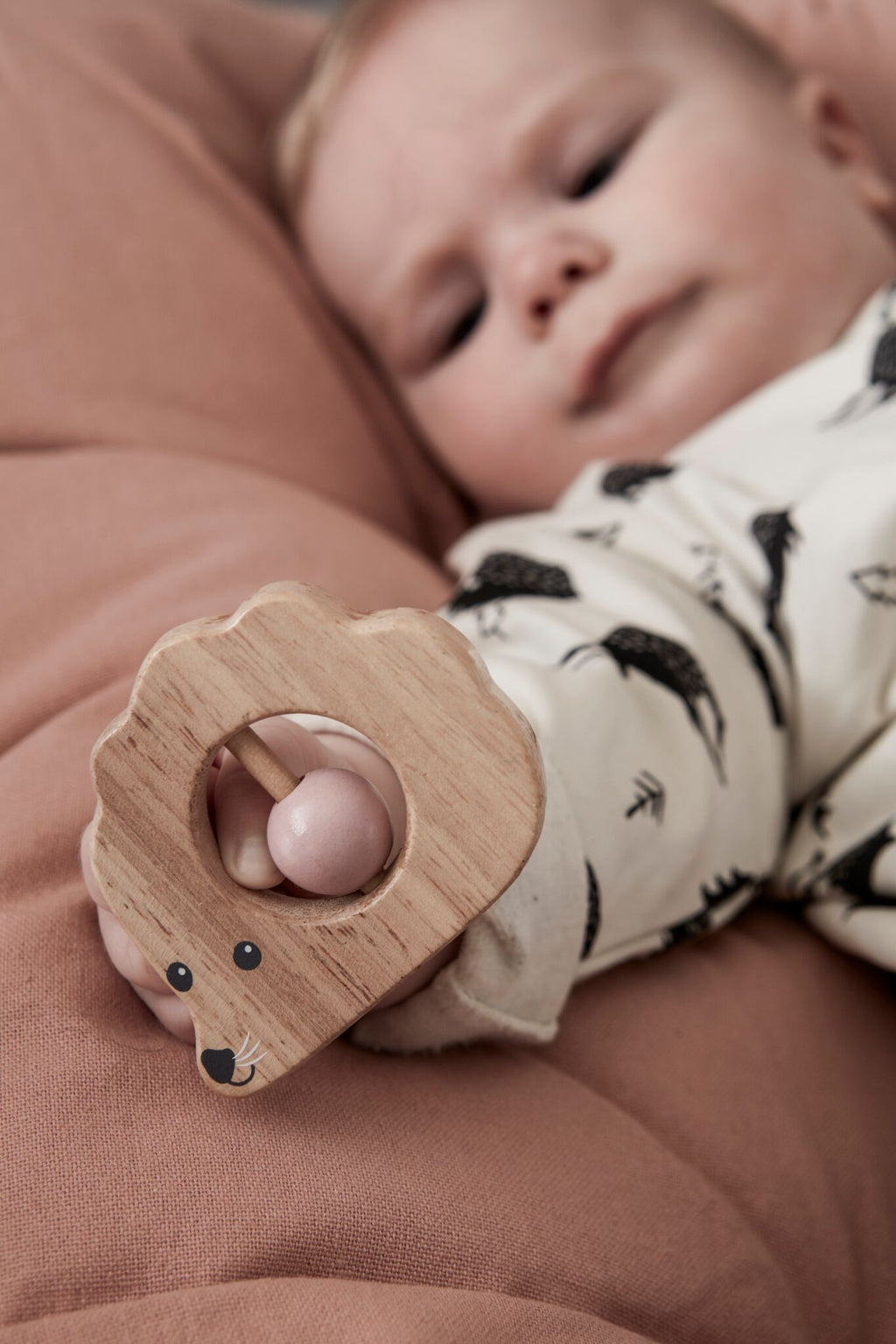 Kids Concept - Rattle hedgehog Edvin, Wooden Toys, Kids Concept, nursery, kids, babies, presents, gifts - Home & Me