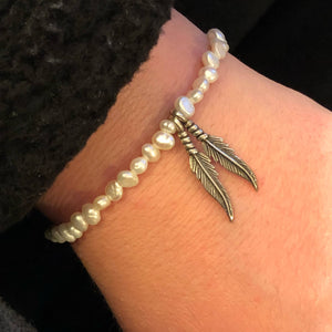 Pearl Bracelet with Feathers - Bracelet - AlphaVariable