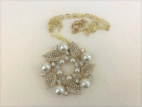 Vintage white pearls, crystals on gold chain