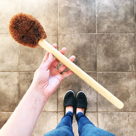 CLEANING BRUSHES: Coir Basin Scrubber