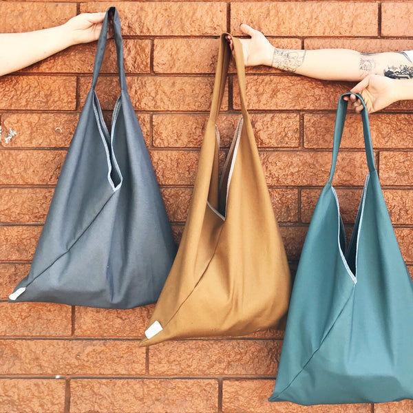MARKET TRIANGLE TOTE: Solid Canvas