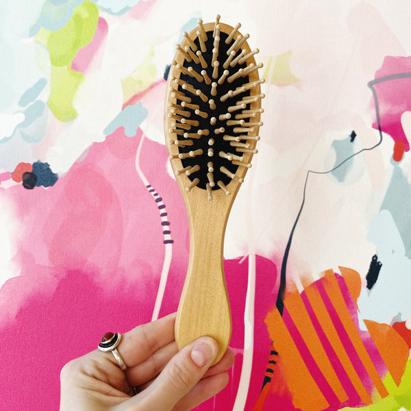 WOODEN HAIRBRUSH: Oval