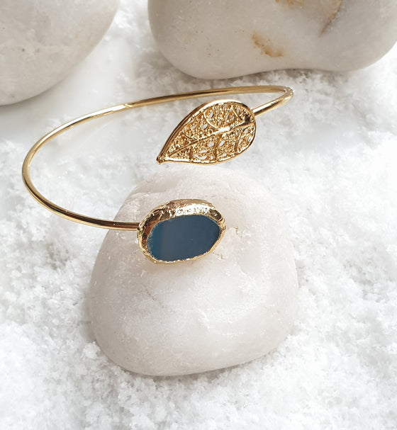 Oval Blue Agate Leaf Bangle