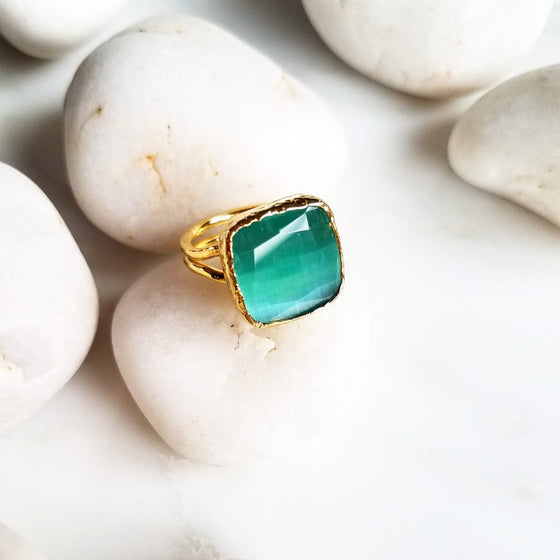 Green square Cat's Eye ring