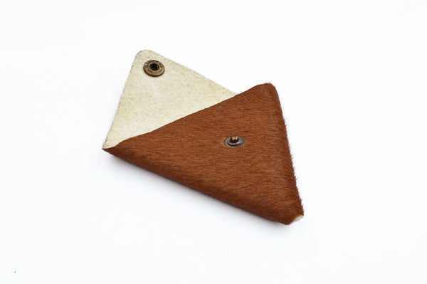 Triangular coin pouch