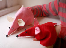 Load image into Gallery viewer, Valentine Mouse Hand Puppet Kit