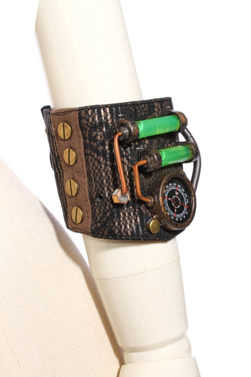 Steampunk Armband With Compass-Punk Design