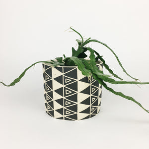 LARGE PLANT POT NO. 2