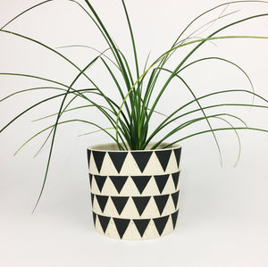 LARGE PLANT POT NO. 5