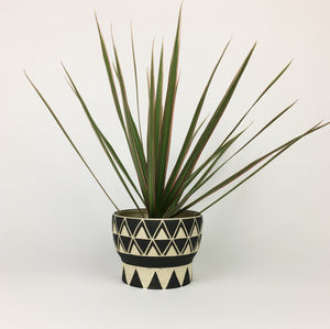 LARGE PLANT POT : CURVY