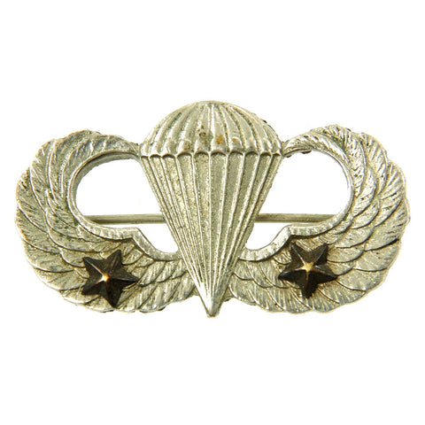 Original U.S. WWII Pacific Theater-made Airborne Jump Wings with Two Stars - Parachutist Badge Original Items