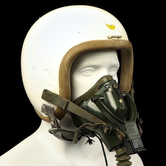 Original U.S. Early Vietnam War Air Force P Series Flying Helmet with Sierra Pilot Suspension Oxygen Mask Original Items