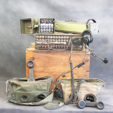 Original U.S. Army Korean & Vietnam War Field Communications Set: SB-22A/PT Switch Board, TA-312/PT Telephone, MX219 Accessory Set, Transit Chest Original Items
