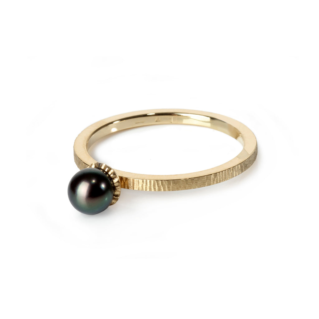 Gold Ring with Akoya Pearl