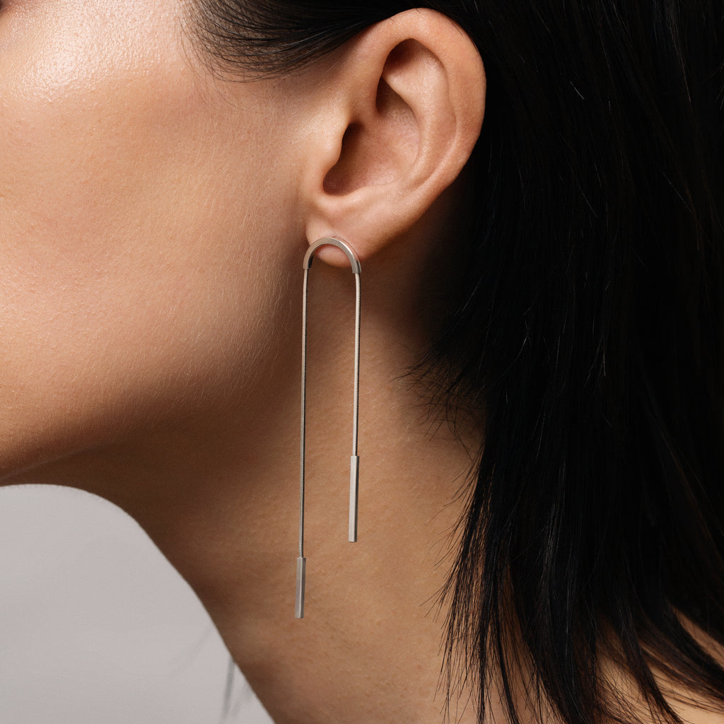 Streak Silver U-turn Earrings